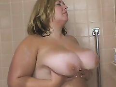 Big Tit BBW Babe Gets Fucked in threesome