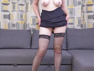 mature redhead wants to strip for you