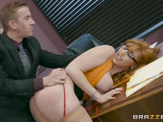 hardcore fucking at work for a beautiful redhead