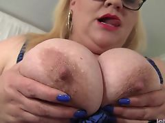 Blond BBW Rubs Her Cunt and Masturbates to Orgasm