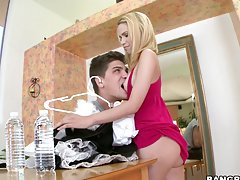 awesome threesome with two hot babes
