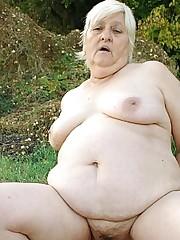 Mandy Granny Pussy Drilling Live